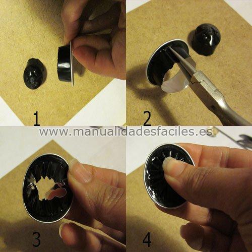 Para hacer el broche de flores con cápsulas de café cortamos y arrugamos una cápsula nespresso sin la base.