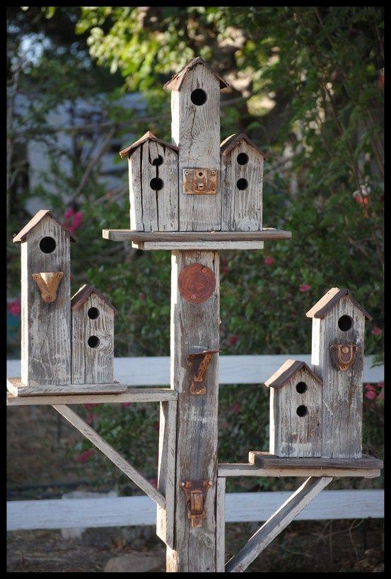 decoración madera reciclada para casitas de pajaros