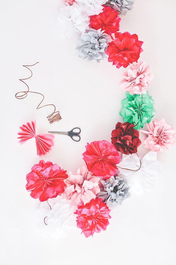 Pompones de flores de papel de seda para colgar