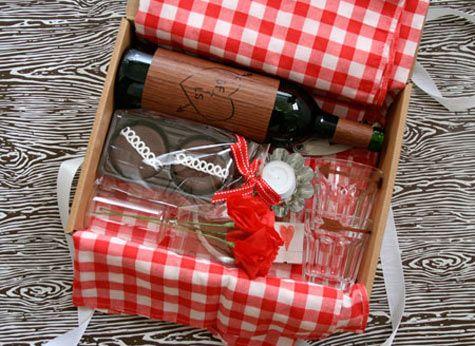 regalo de amor con cartón de zapatos reciclado