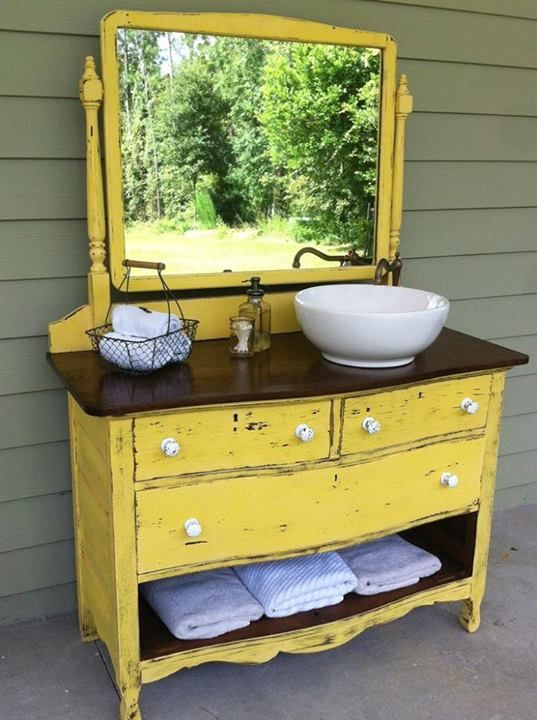 Love the missing drawer and the sink and faucet: