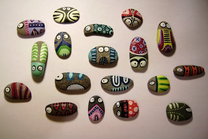 Manualitats d'estiu pintar pedres