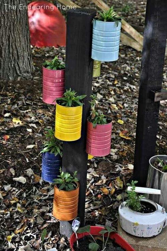 reciclar latas para hacer un jardin vertical