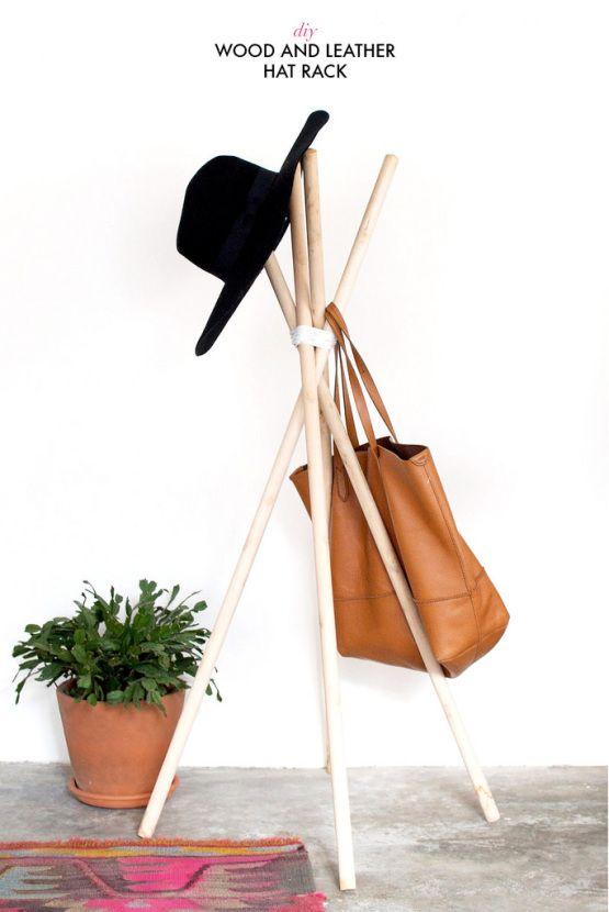 DIY Perchero con palos de madera y cuero: