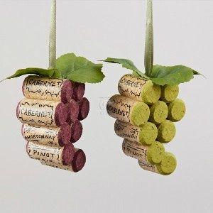 Corchos de botellas de vino = racimos de uvas
