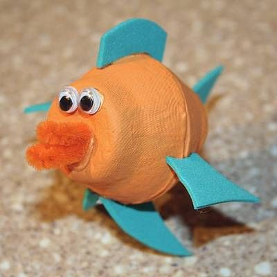 pez de manualidades con hueveras recicladas de cartón