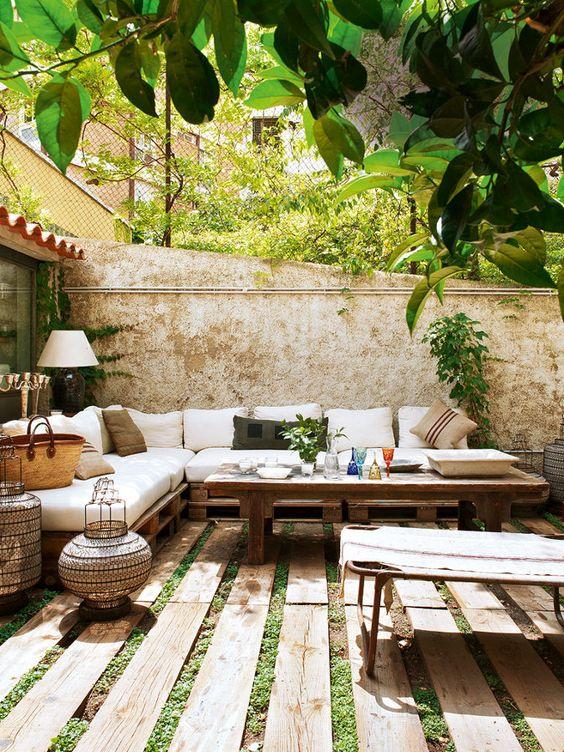 Mesa y sofás de palé madera reciclado
