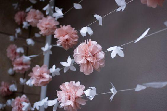 Flor de papel y papel de seda Puff Garland por KMHallbergDesign:
