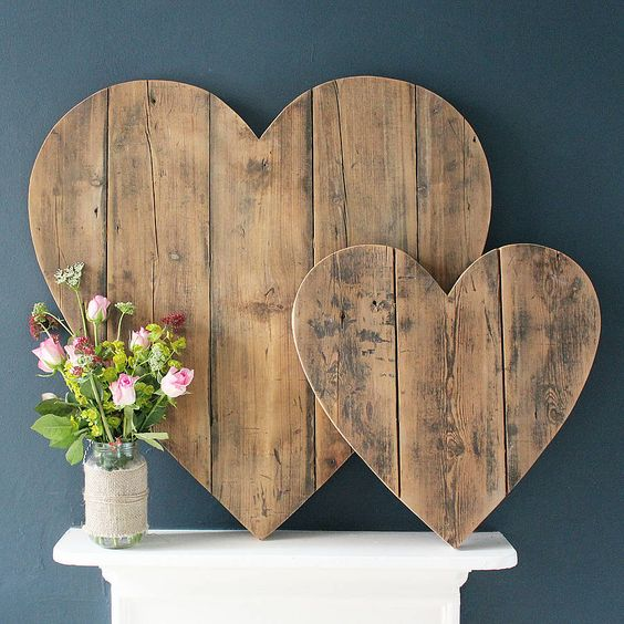 decoración madera reciclada de corazones