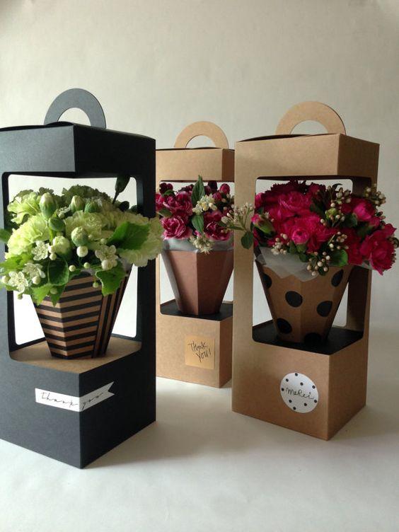 Esto es ideal para el empaquetado de la flor hasta su arreglo de flores. Cajas pueden ser decoradas con etiqueta, cinta, etiqueta engomada, etiqueta en cuanto a servir a su idea. ¿Está ejecutando una tienda de flores? ¿Buscas un nuevo favor o regalo impresionante? En primer lugar, es muy fácil de construir y de acción para arriba. Además, uno del famoso artículo en el Pinterest. http://pin.it/X1icdAe _ Material • Kraft paper(Cardboard) Papel acabado mate mate • _ Composic...: