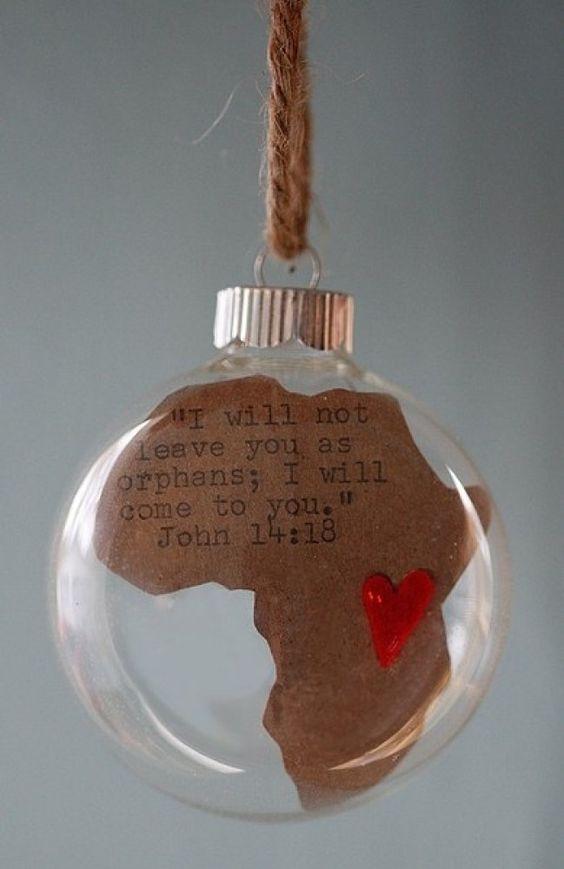 Ideas DIY para reciclar bombillas Mensajes especiales en Bolas de Navidad https://es.pinterest.com/pin/457467274628940233/