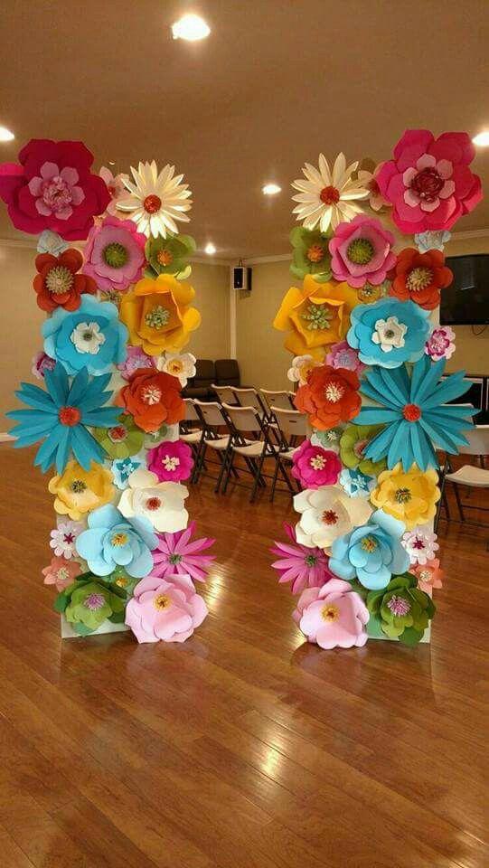 26 sencillas y tiles ideas con flores de papel hawaianas for Decoraciones para centro de estetica