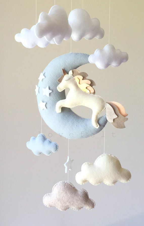 Móvil de fieltro de unicornios