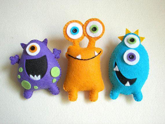 Muñecos de monstruos para bebés de fieltro