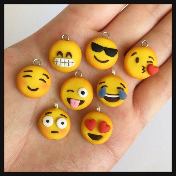Encanto de Emoji polímero arcilla Kawaii por DaCraftyLilninja: