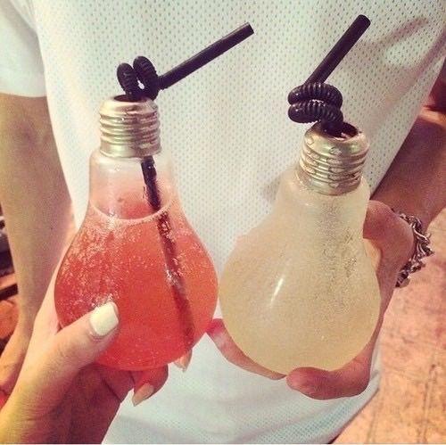 bombilla reciclada de vaso