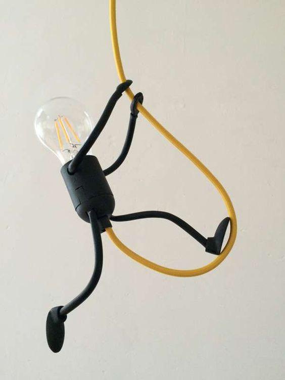 Bombillas al ataque. Originales y divertidas lámparas hechas con bombillas: