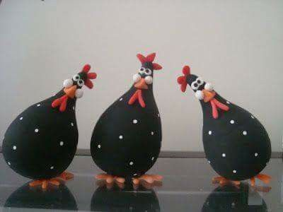 gallinas de bombillas hechas con un foco y pasta flexible https://es.pinterest.com/pin/331296116320705682/