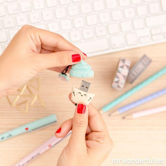 Memoria USB - Madalena. La estrella de esta Navidad no tiene forma de estrella ¡tiene forma de cupcake! Cuánto cariño le habéis cogido ya al nuevo USB en forma de magdalena de 16gb #mrwonderfulshop #usb: