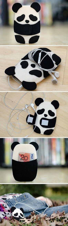 Hay algunos objetos de esta lista que definitivamente quiero tener, como esta funda para celular de panda:3: