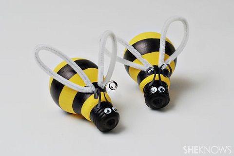 Como hacer abejas con bombillas recicladas