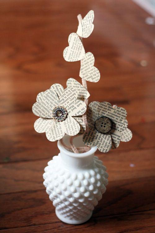flores con papel de libros