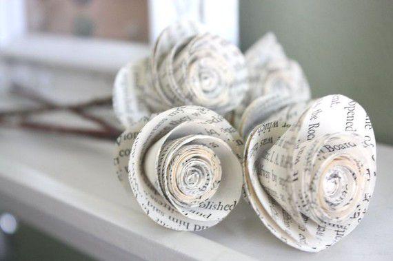 rosas con papel de los libros