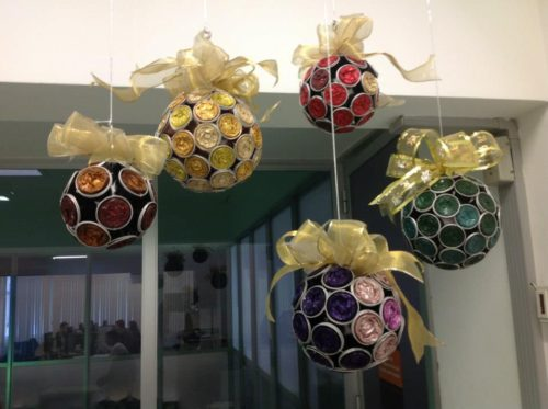 bolas de navidad con capsulas de cafe