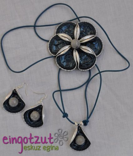 collar con capsulas de cafe