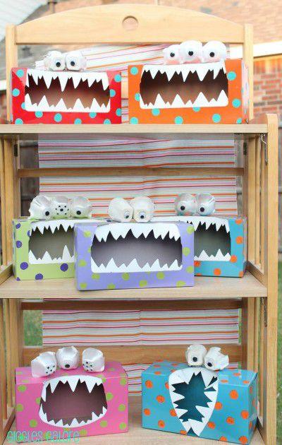 manualitats infantils reciclatge de monstres