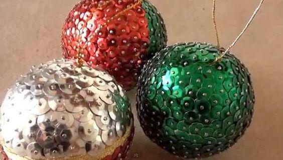 bolas de navidad de porexpan con lentejuelas