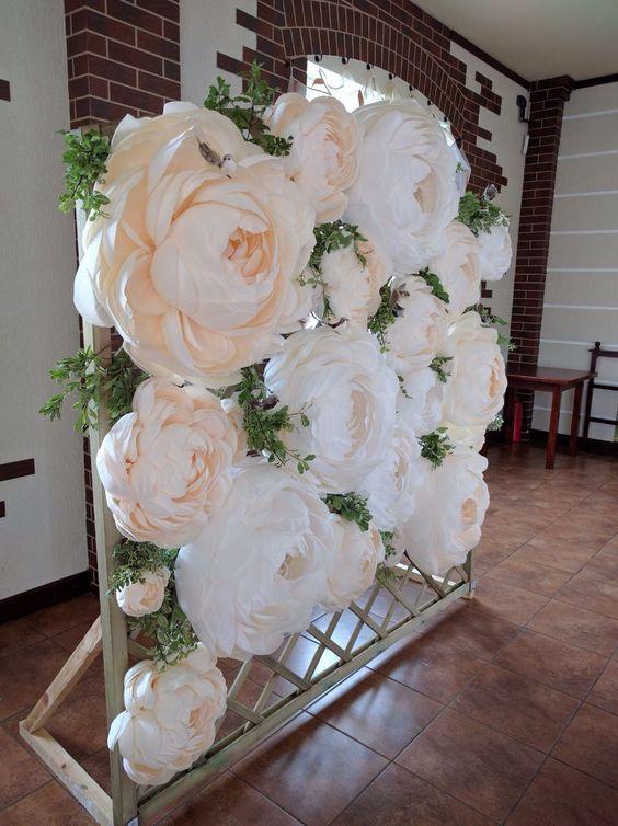 decorar bodas con flores de papel gigantes
