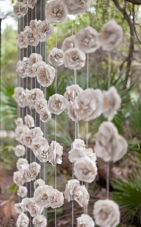 decorar bodas con flores de papel para colgar