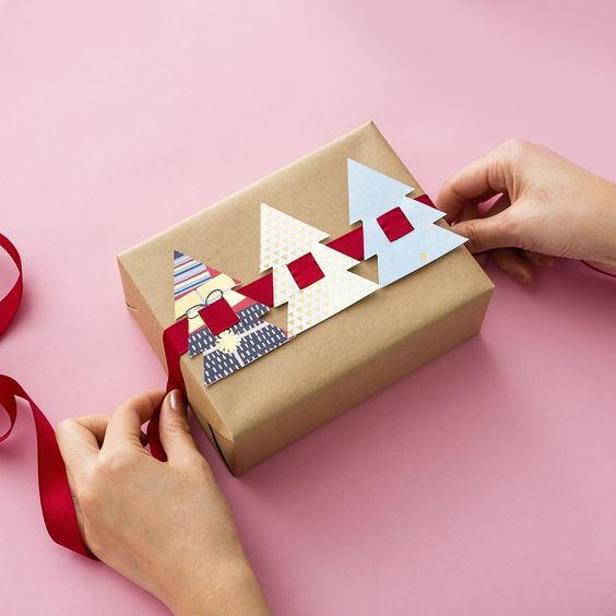 scrapbook de arbol de navidad para envolver regalos