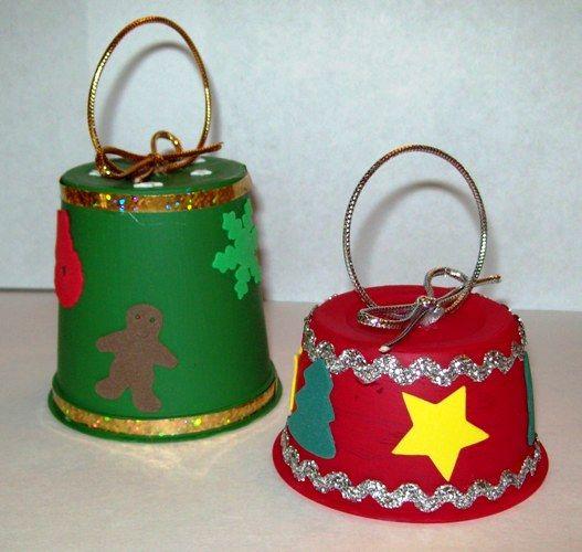 campanas de navidad con yogures reciclados