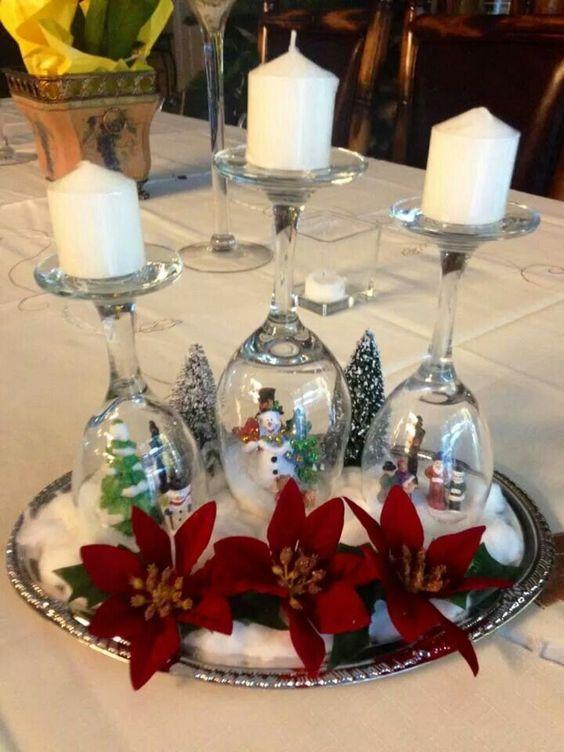 centro de mesa con copas de navidad