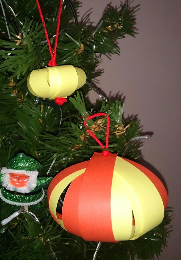 bola de navidad con cartulina