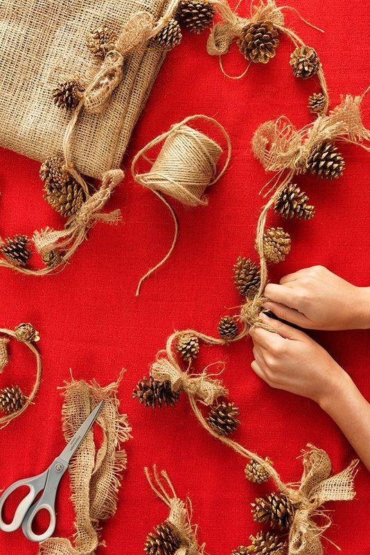 Como hacer guirnaldas de navidad con piñas
