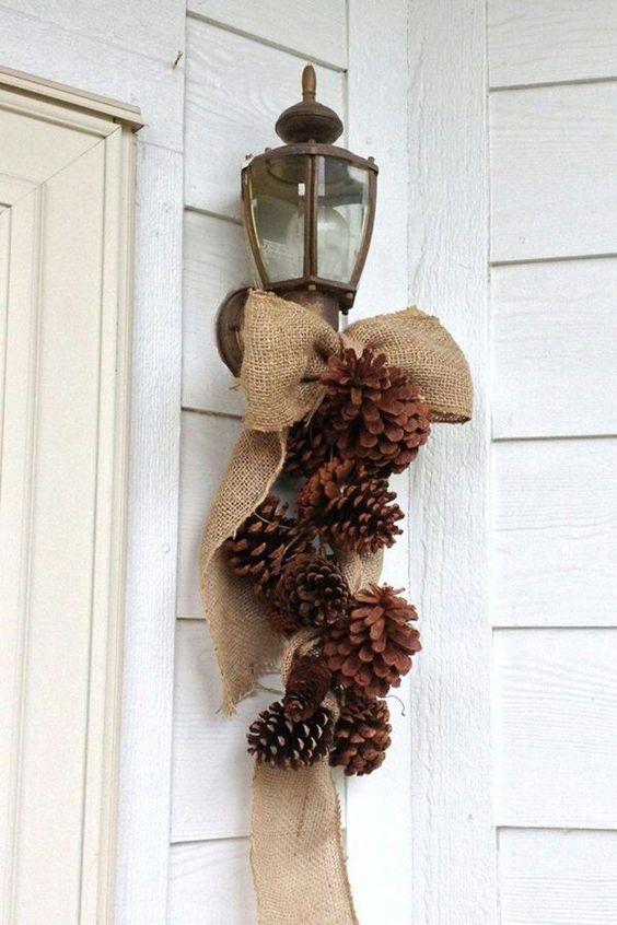 Decorar la casa con piñas en navidad