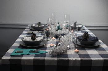 decorar mesa de navidad azul y plata