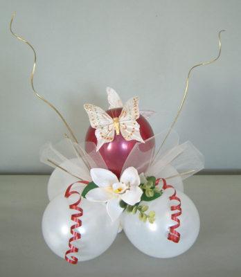 Centro de mesa romántico con globos