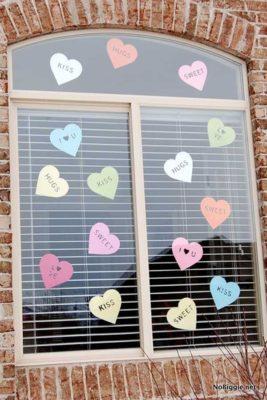 decoración de ventanas para san valentin