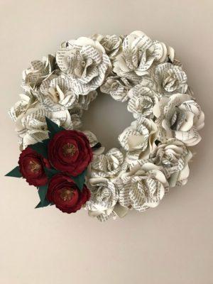 guirnalda de flores de papel de periodico