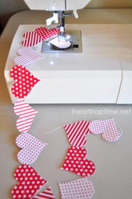 Guirnalda de San Valentin con papeles estampados