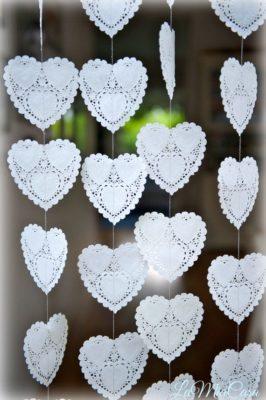 Guirnaldas con blondas en forma de corazón de Etsy.