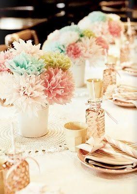 Románticos centros con flores de papel de seda en tonos pastel de brabournefarm.