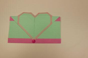 sobre de origami con forma de corazon