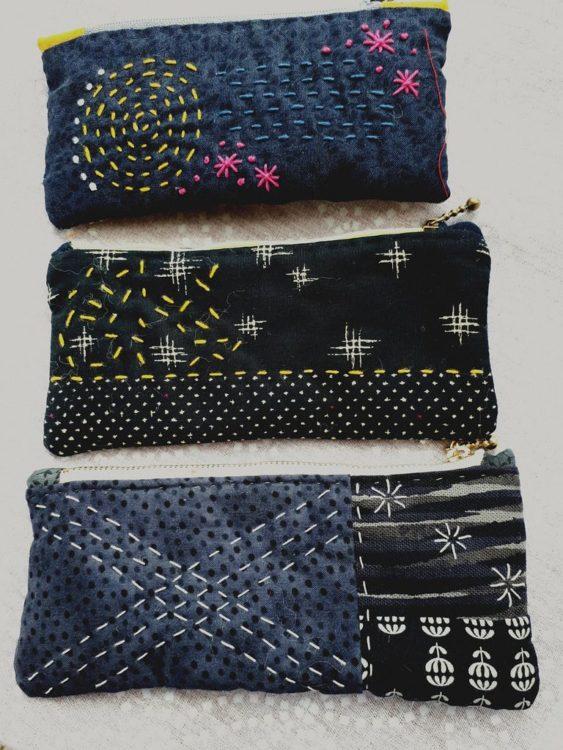 Estuches teñidos y bordados