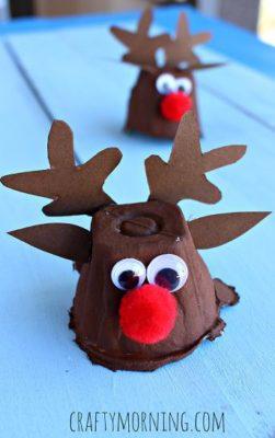 Adornos navideños con hueveras