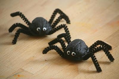 Arañas fáciles con nueces de mamas-creativas.blogspot